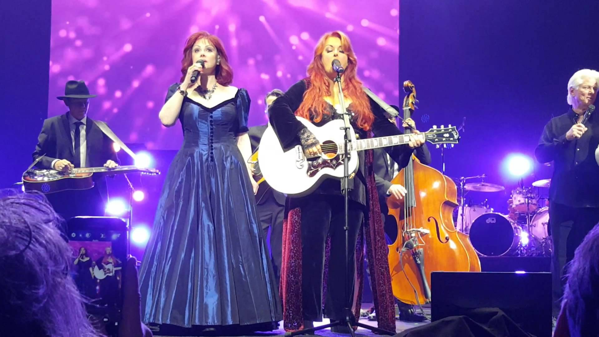 Wynonna and Naomi at the stage in Prague.